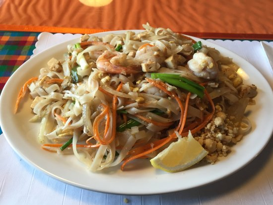Prawn pad thai picture of aroy d thai restaurant prince for Aroy thai cuisine