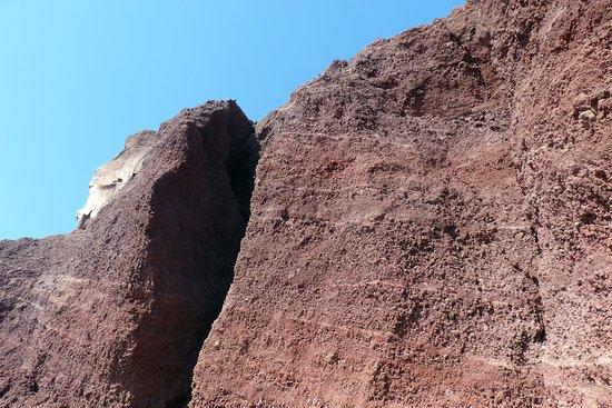 Red Beach: la roccia color ocra