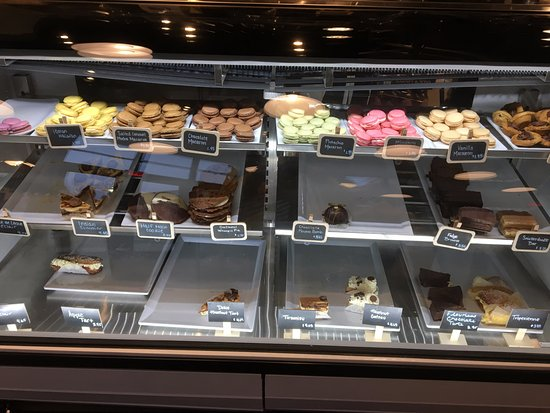 Victor, NY: Village Bakery & Cafe - loved the macaroons!