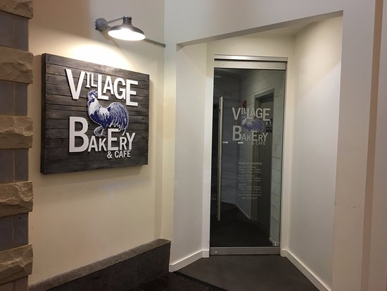 Victor, NY: Village Bakery & Cafe - entrance from inside the mall