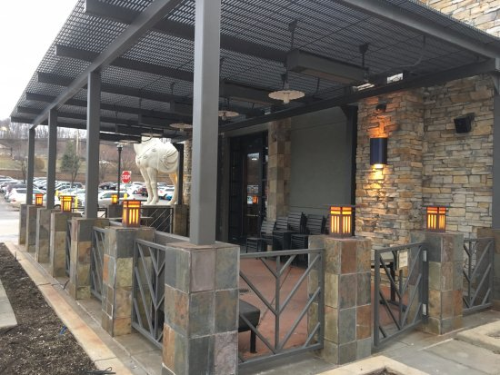 Victor, NY: PF Chang's - outside dining patio (closed for winter)
