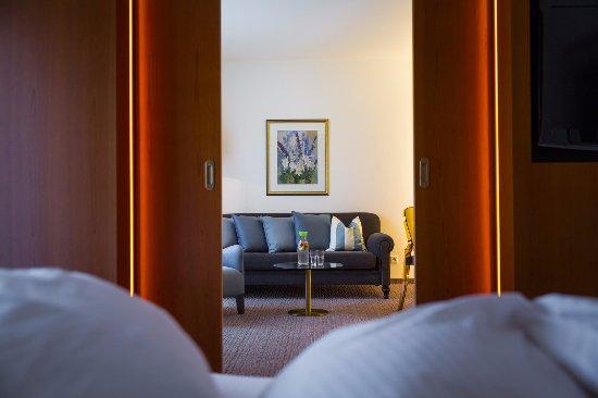 Alle Suiten verfügen über zwei getrennte Zimmer: Ein Schlafzimmer ...