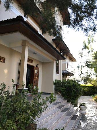 Monet Garden Villa: Villa steps