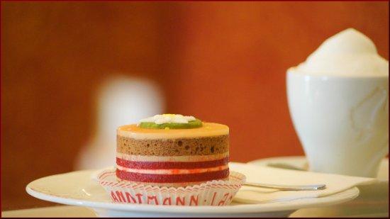 Freundliche Kellner Und Leckerer Glutenfreier Kuchen Cafe Hofburg