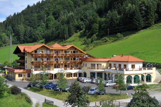 Goldegg, Österreich: Hotel SEEBLICK**** Natur & Genußhotel direkt am Böndlsee