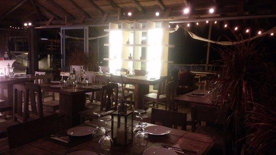 Tio Tom Beach: Esta forto es del restaurante adentro esta a escasos pasos de la playa.