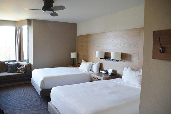 Hyatt Regency Lake Tahoe Resort, Spa and Casino: Our 11th floor room