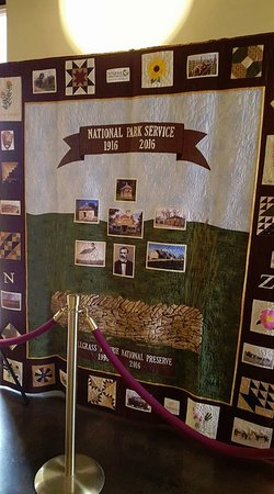 Strong City, KS: Beautiful quilt inside the visitor's center.