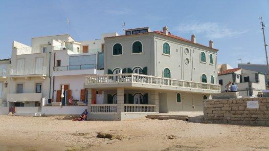 Casa di montalbano picture of faro di punta secca - Aria secca in casa ...