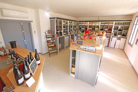 Saint-Laurent-de-la-Cabrerisse, France: Nos vins et produits du terroir seront vous séduire