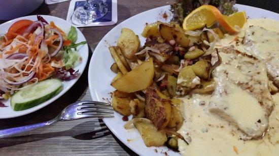Osterholz-Scharmbeck, Almanya: Da Vinci, Hähnchenbrust mit Bratkartoffeln