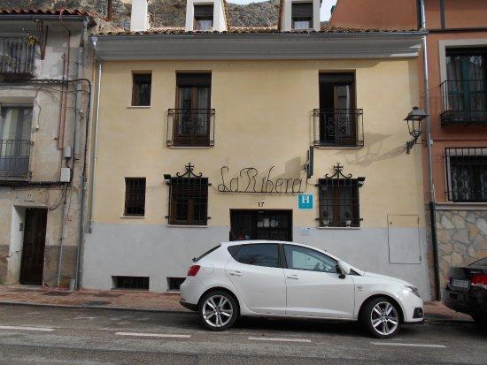 Hostal La Ribera del Jucar: tuvimos la suerte de aparcar en la misma puerta