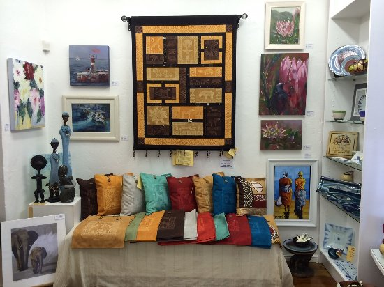 Hermanus, جنوب أفريقيا: Our signature hand painted pillow covers and wall hangings