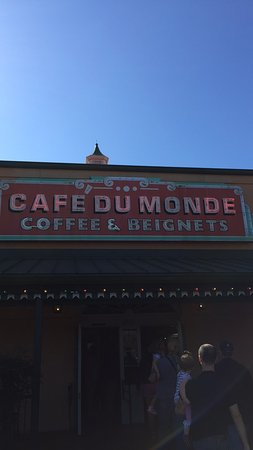 Photo of Coffee Shop Cafe du Monde at 4700 Veterans Memorial Blvd, Metairie, LA 70006, United States