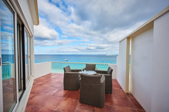 West End Village, Anguilla: Oceanfront View on Patio