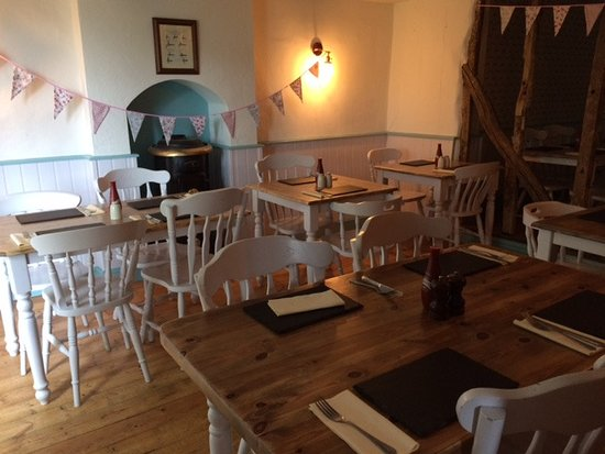 The Bull Burrough Green: Attractive Separate Dining Room
