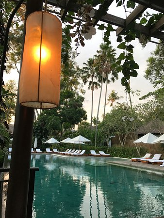 COMO Uma Ubud: Relaxing in the dining area by the pool