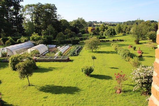 Ouville-la-Rivière, France: jardin et potager