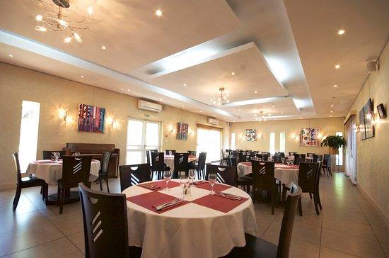 Terrasson-Lavilledieu, Francja: salle de restaurant - groupes