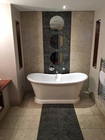 Osprey Hotel & Spa: Very stylish, spacious bathroom