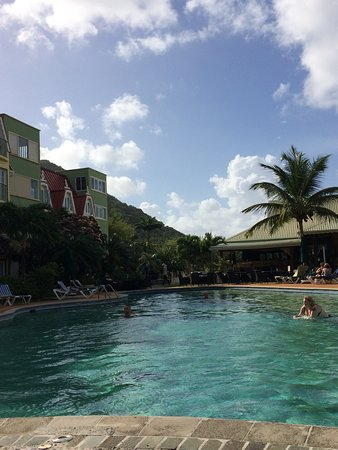 Coco Palm Resort: Hardly anyone in the pool most of the time