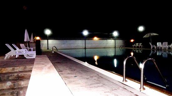 Pathum Thani, Tailandia: Pool at the night time