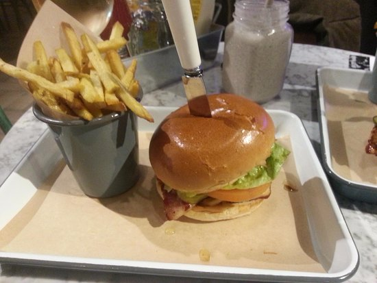Chelmsford, UK: Beef and bacon burger....am getting hungry looking at the photo again!