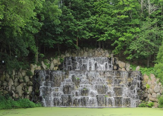 Hillsborough, Nueva Jersey: Very cool waterfall. It doesn't always flow, though!
