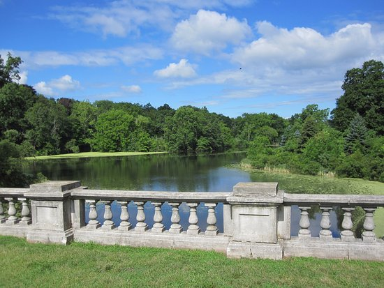 Hillsborough, Nueva Jersey: One of Many Tranquil Ponds