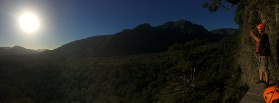 Valle Las Trancas, Chile: mirador entre medio de las montañas