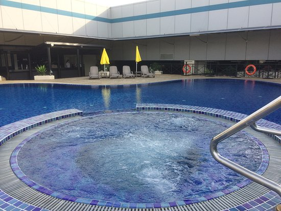 Dfs Singapore Changi Airport Swimming Pool And Jacuzzi