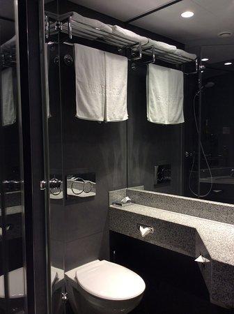 InterCityHotel Frankfurt: modern, clean, a bit dark