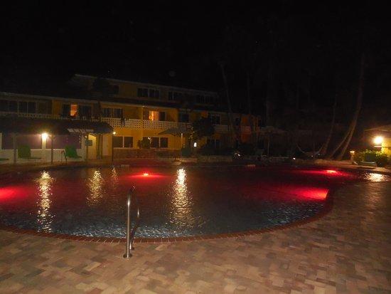 Bimini Big Game Club Resort & Marina: Pool at night
