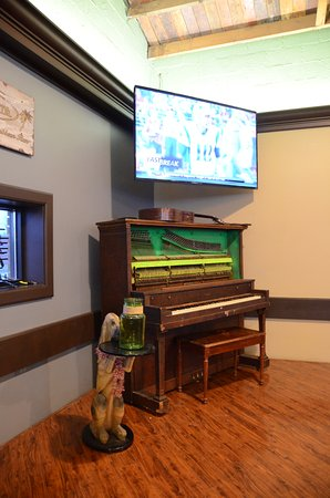 Bradley, IL: Front Stage Live Piano Music Friday