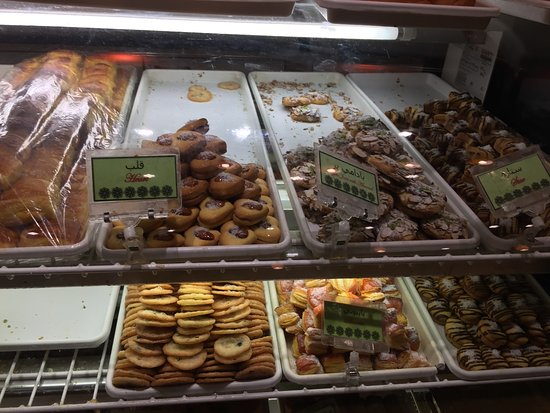 Vienna, VA: See how some of the trays are empty? they go super fast!