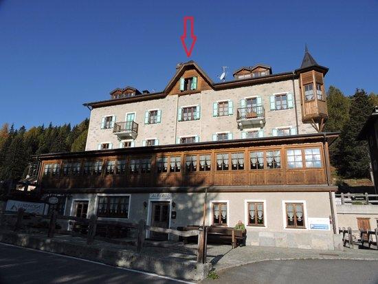 Hotel Li Arnoga: LA FLECHA SEÑALA NUESTRA BUHARDILLA
