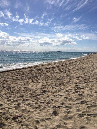 B Ocean Resort Fort Lauderdale: Beautiful private beach area