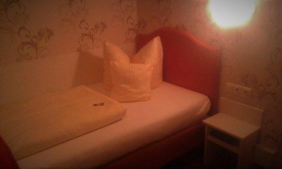 Oy-Mittelberg, Germany: Kényelmes ágy,kellemes ágynemű