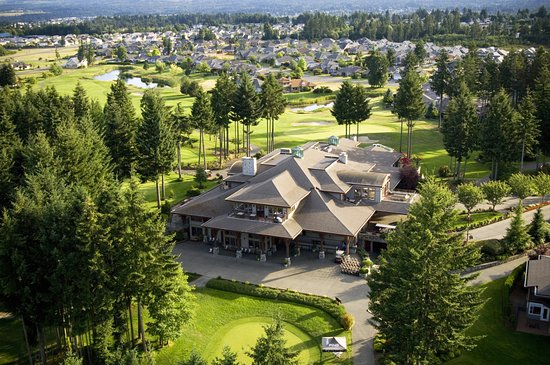 Courtenay, Canada: Resort Centre Clubhouse surrounded by golf course and practice greens