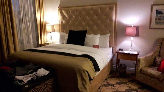 Le Manoir d'Auteuil: lit très confortable