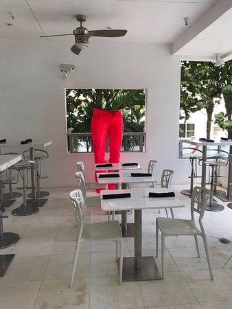 Sagamore: las mesas del restaurante principal del area de afuera