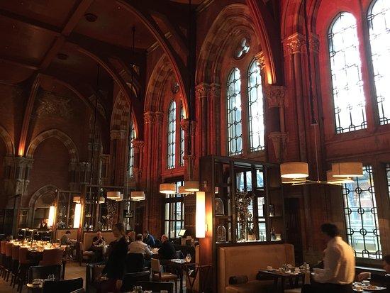 St. Pancras Renaissance Hotel London: One of the great restaurants at the St. Pancras.