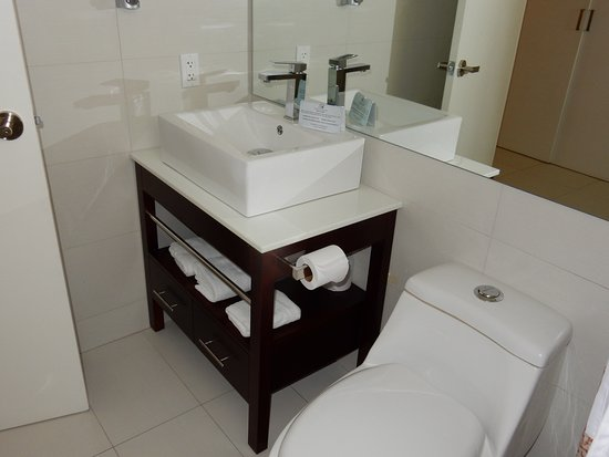 Talk of the Town Hotel & Beach Club: Renovated bathrooms