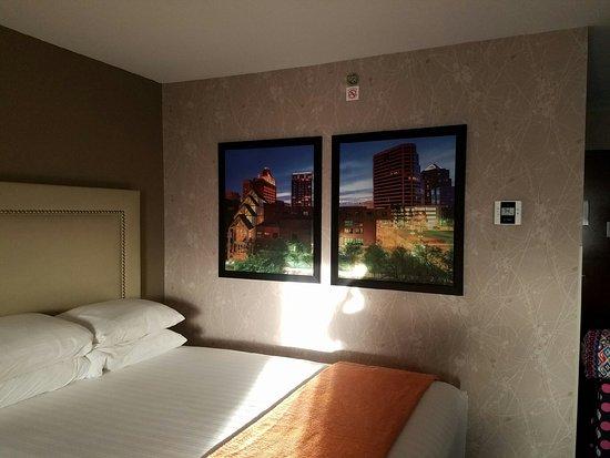 Drury Inn & Suites Greensboro: Excellent clean spacious room!