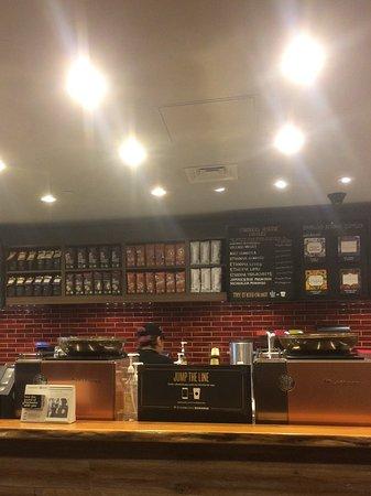 Элмхерст, Нью-Йорк: Starbucks!
