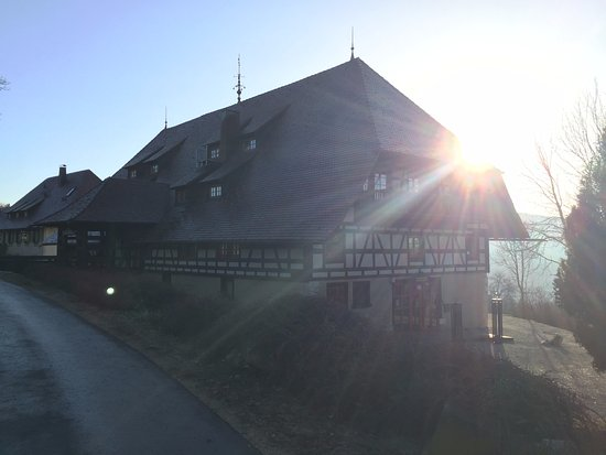 Hausen ob Verena, Alemania: Sunrise over the hotel