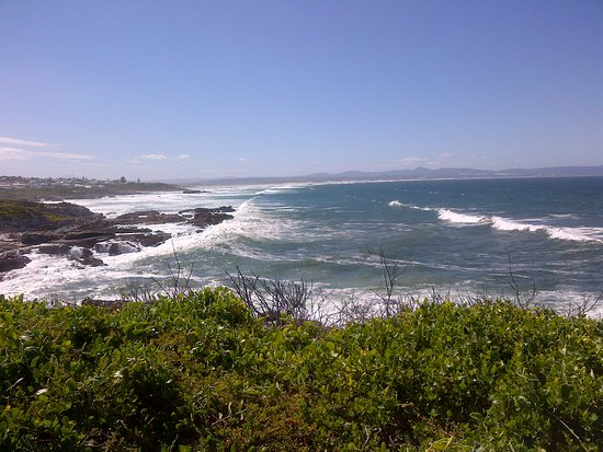 Hermanus, África do Sul: Grotto Beach in the Back ground