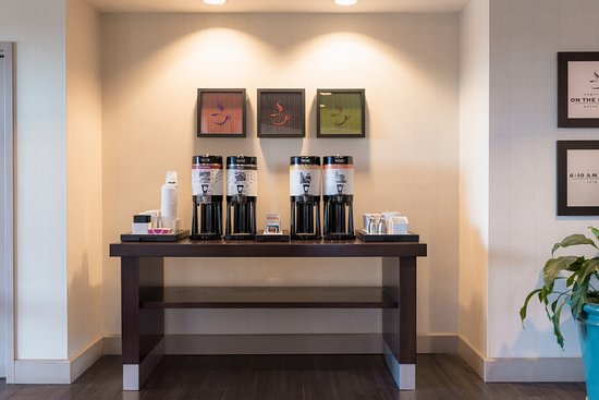 Hampton Inn Brooksville / Dade City: Complimentary Coffee & Tea