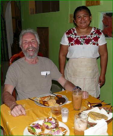 Santa Elena, Mexico: The nice Mayan Lady who served our meal