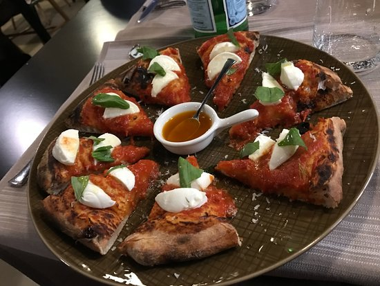 La Taverna Gourmet Pizza margherita gourmet